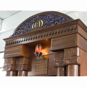 Breslav-Synagogue-Bet-Shemesh-wood-carving-glass-ner-tamid-blown-glass