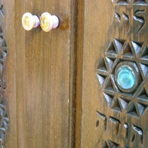 Hanging Mishkan Aron Kodesh carving detail and glass handles