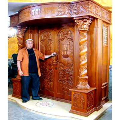 Aron kodesh produced in a traditional style with Bet HaMikdash carving