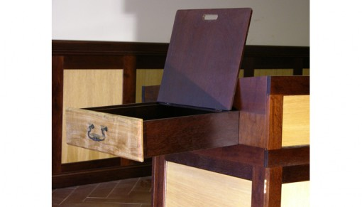 Bimah with side drawer