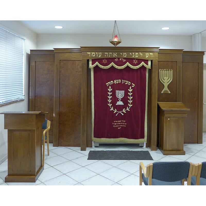 Young Israel of Greater Miami built in aron kodesh with eternal light parochet and amud tefillah