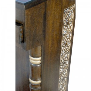 Sephardic amud teffilah carved wood detail