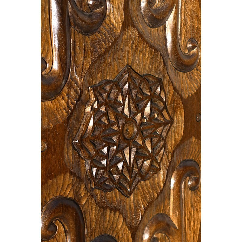 carving of doors on carved columns aron kodesh with curved base