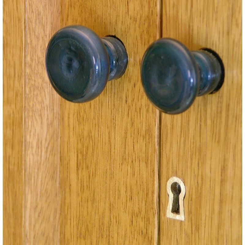 Contemporary aron kodesh with carving glass handles