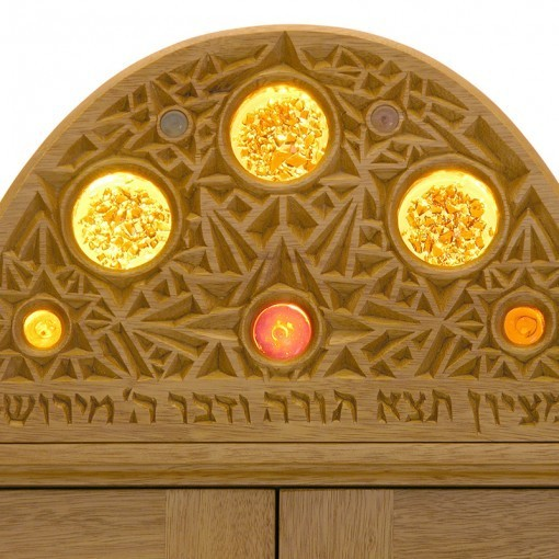 Contemporary aron kodesh with carving ner tamid