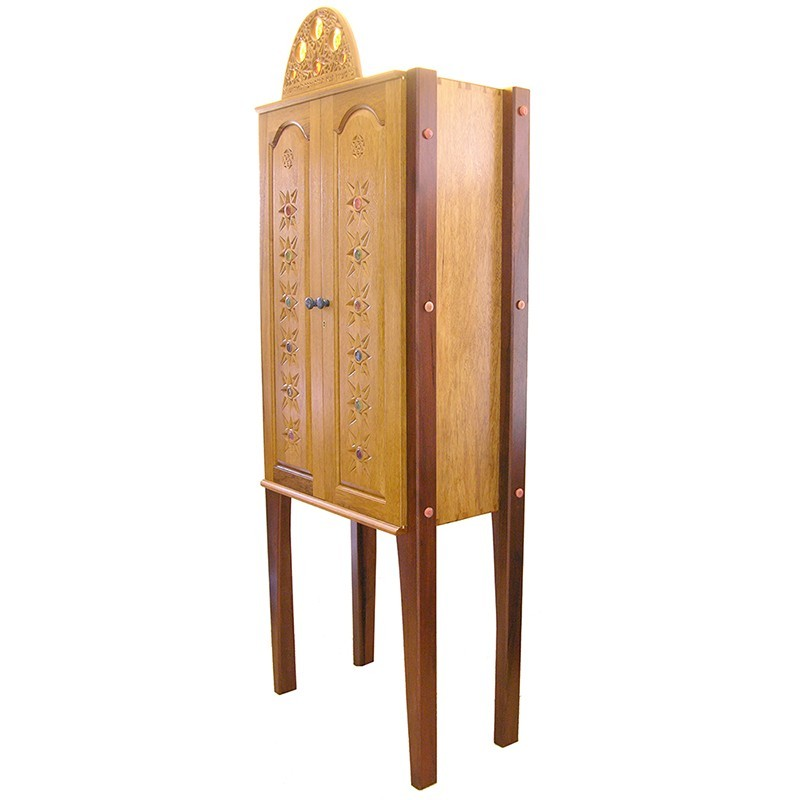 Contemporary aron kodesh with carving side view