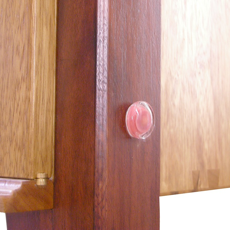 Contemporary aron kodesh with carving wood joinery