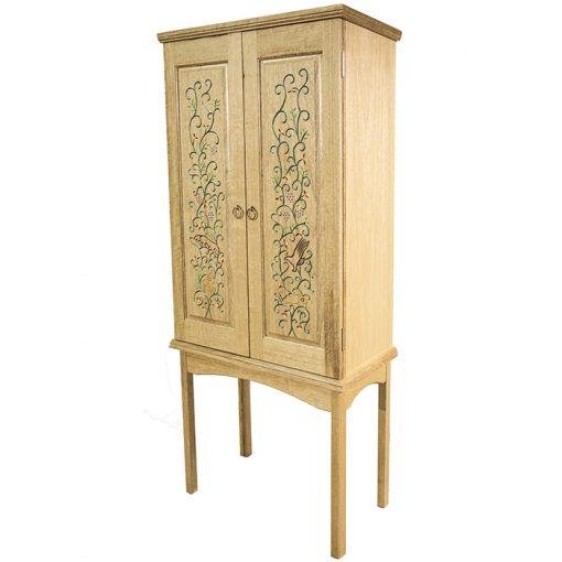 Portable aron kodesh carved with painted details