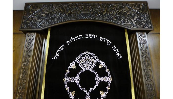 Carved aron kodesh with parochet