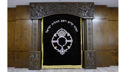 Carved synagogue furniture aron kodesh