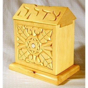 Tzedakah box with dovetail joinery